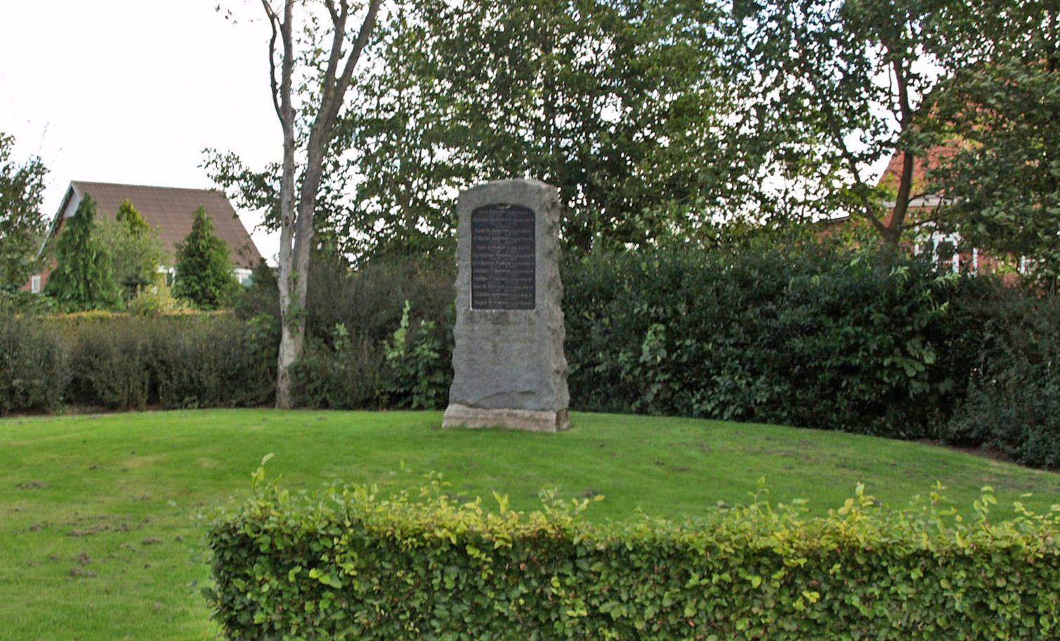 Mindesten, Ellum Kirkegård