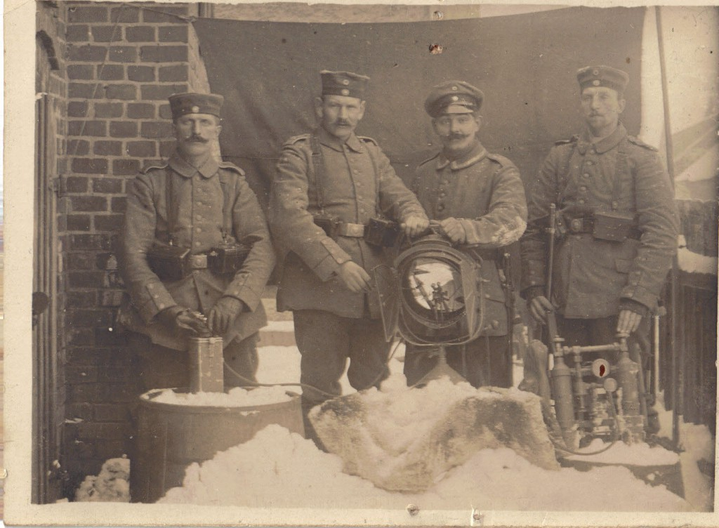 1914-12-10 LIR84 Otto Theodor Wagner - Foto af Opa og 3 andre - als Scheinwerfer bei Wentzken 1914