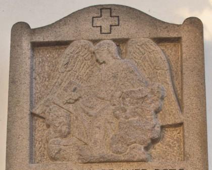Detalje af mindesten, Varnæs Kirkegård