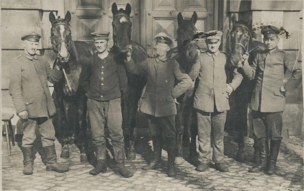 Oppassere med heste 6a44-014