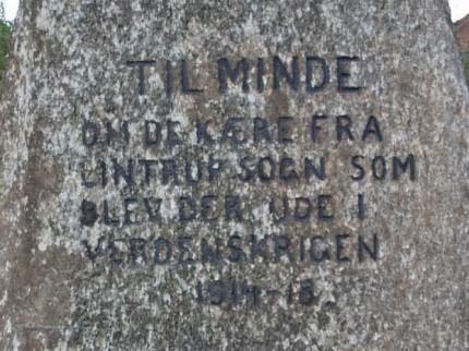Detalje af mindesten, Lintrup Kirkegård