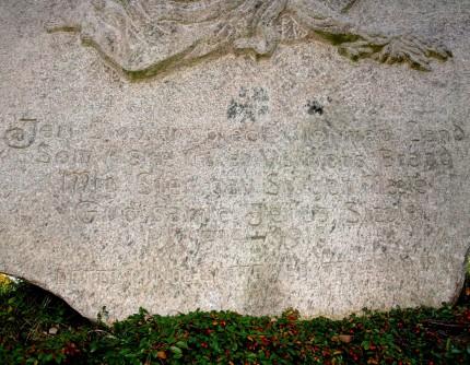 Detalje af mindesten, Vedsted Kirkegård