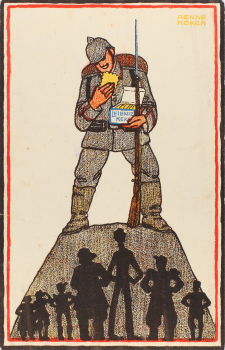 Reklamepostkort for Leibniz Keks. For foden af de tyske soldat aner man karikaturer af Tysklands fjender. Den høje, ranglede i midten er englænder til venstre for ham en russer, mens til højre for ham med Kepi og epauletter en franskmand (Historisk Arkiv for Haderslev Kommune)