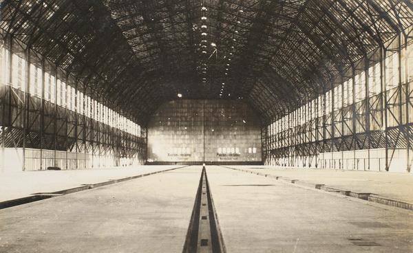 Det indre af dobbelthallen Toska, Tønder Zeppelinbase (Tønder Zeppelin- og Garnisonsmuseum)