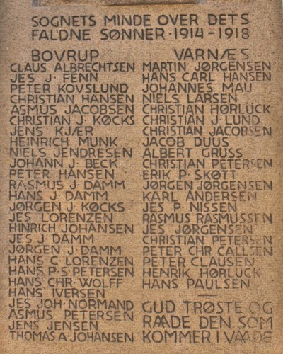 Detalje fra mindesten, Varnæs Kirkegård med Christian Petersens navn midt i højre side