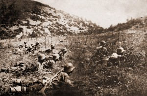 Bulgarian_soldiers_with_wire_cutters_WWI