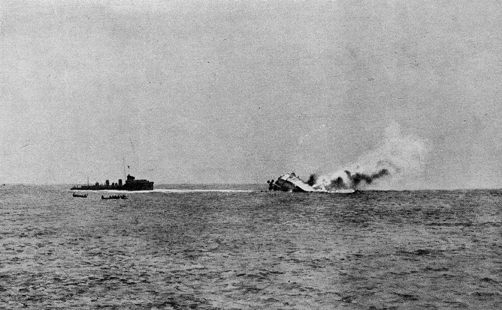 Krydseren SMS Mainz synker med sønderjyderne Iwer Hansen og Hermann Petersen om bord.