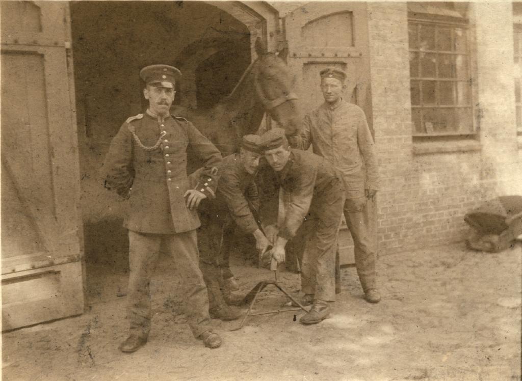 Svensson, A, med hest 6a44-009