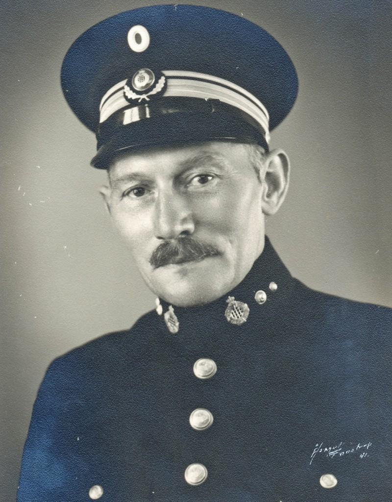 Hans Petersen fra Skodsbøl, Regiment 86. I dansk fængselsbetjentuniform efter Genforeningen. Foto: Lokalhistorisk Samling Albertslund.