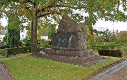 Mindesten, Ullerup Kirkegård