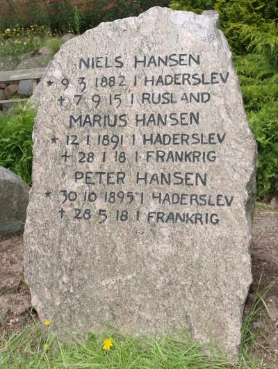 Mindesten, Damager Kirkegård, Haderslev, med de tre faldne brødre Niels, Marius og Peter Hansen