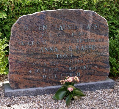 Gravsten, Branderup Kirkegård, over Jørgen Clausen Kasse og hans hustru