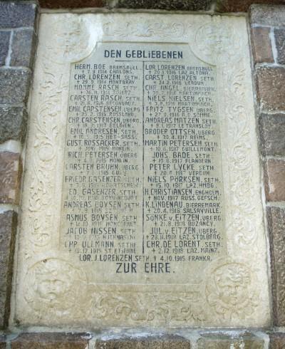Mindesten, Ubjerg Kirkegård. Chr. Ullmann næstnederst i venstre side