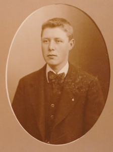 Christensen, Johannes A (1896-1965), fotograferet 1915. Original i privateje.