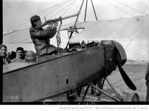Mitrailleuse_on_French_Morane_Saulnier_L_parasol_monoplane